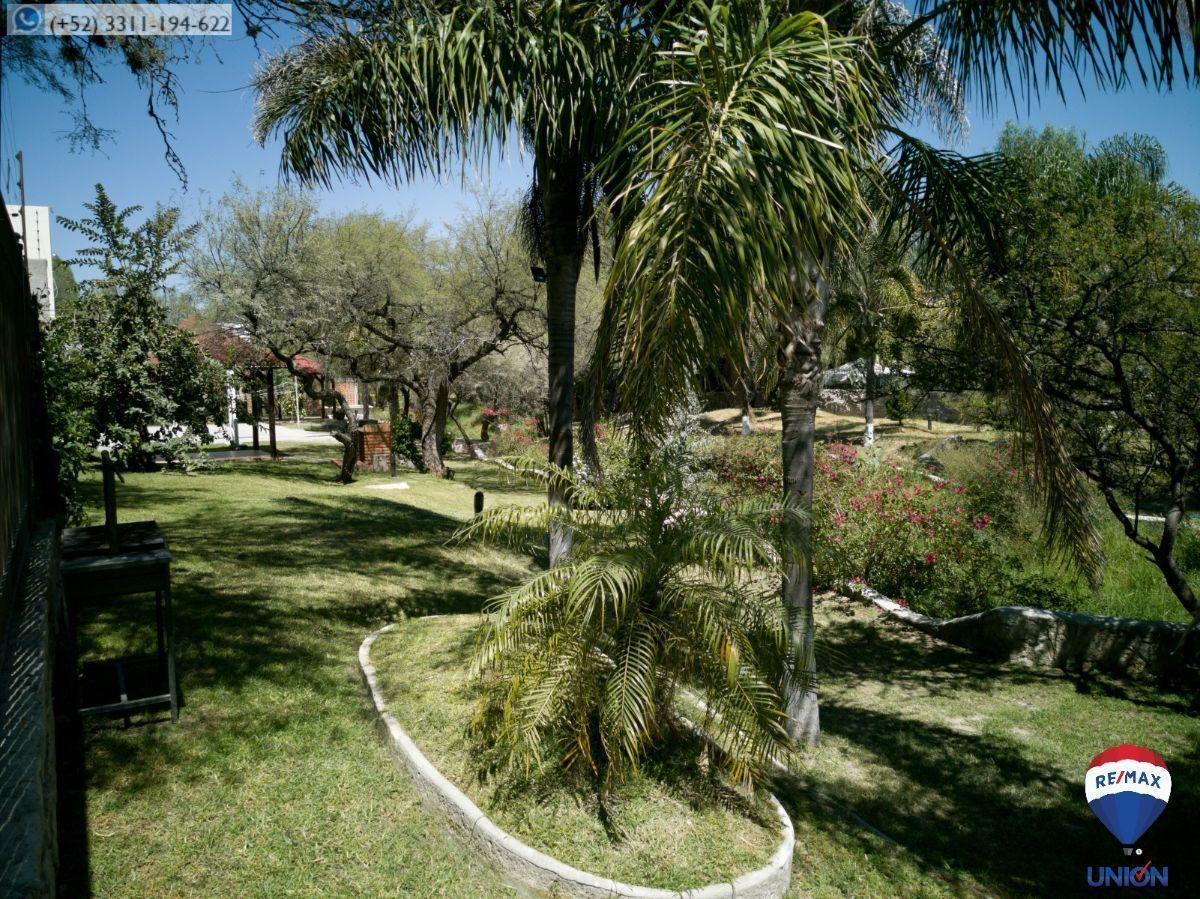10 de 14: Área verde con que colinda.