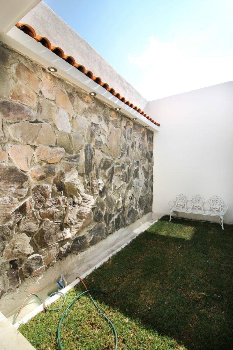 13 de 26: Muro llorón en jardín