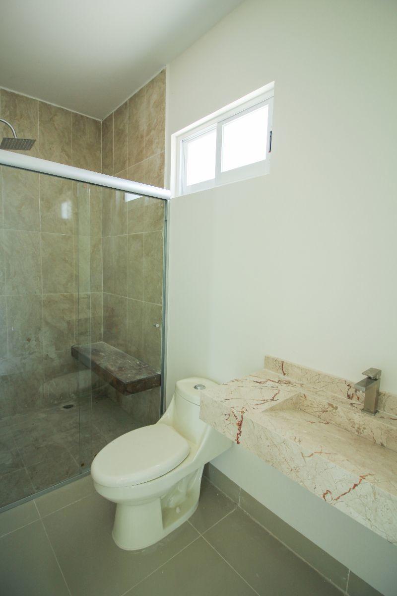 21 de 26: Baño completo recámara sec. 1