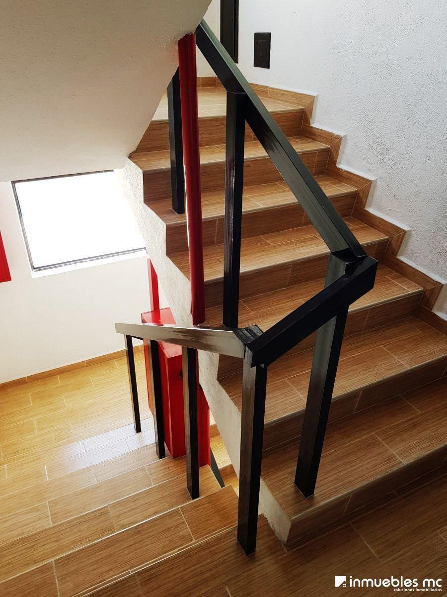 5 de 22: Escaleras del edifcio