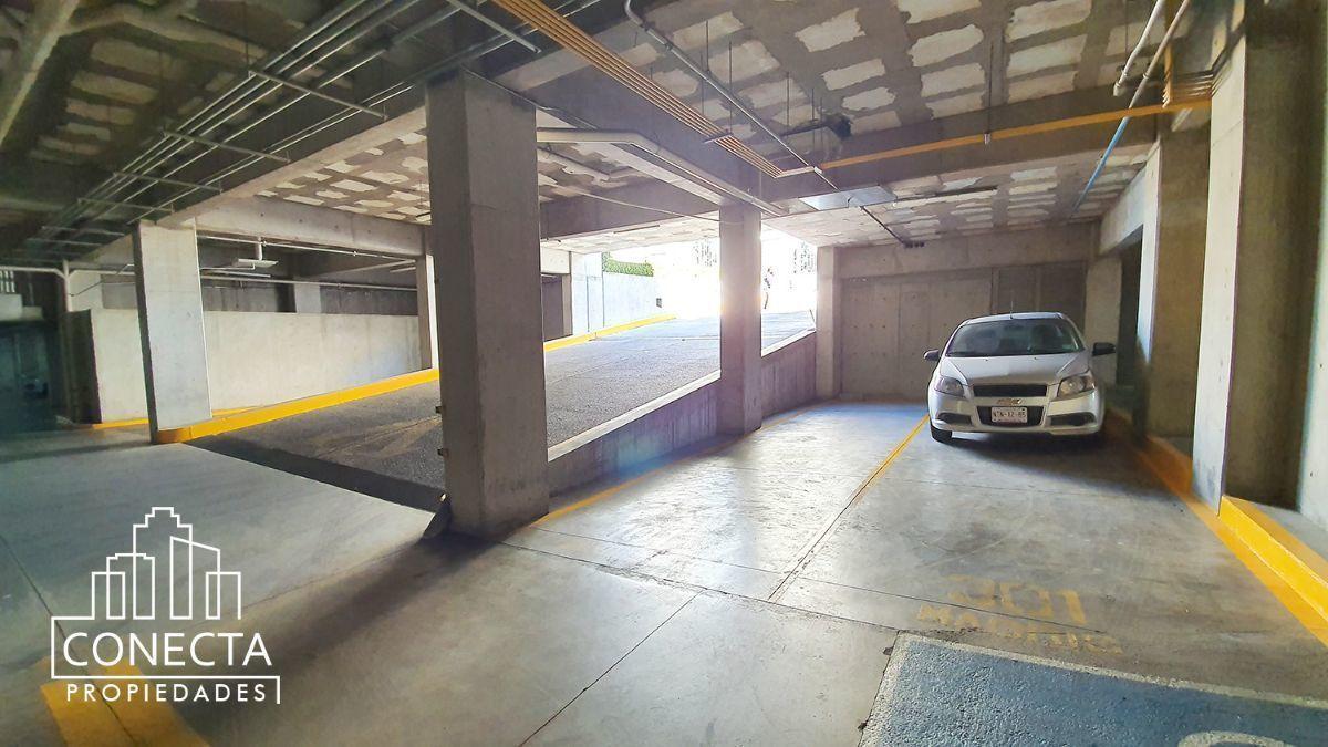 17 de 18: 2 cajones de estacionamiento techados
