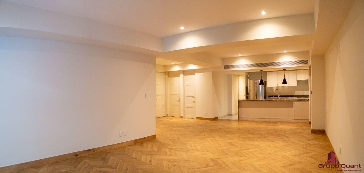 2 de 46: Vista a estancia y cocina desde balcón