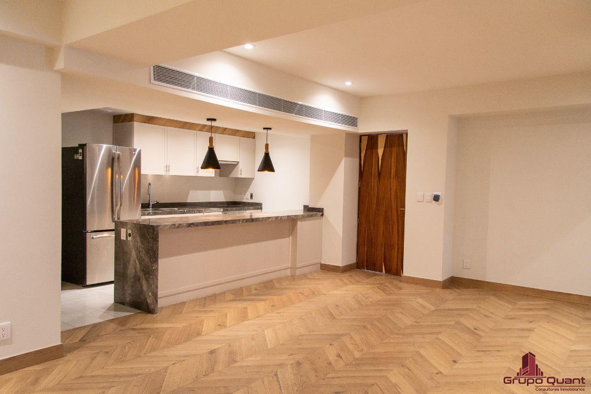 4 de 46: Vista a estancia y cocina desde recámara