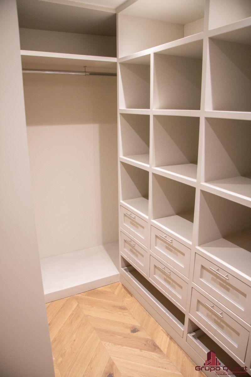 12 de 46: Recámara con walk-in closet y baño completo