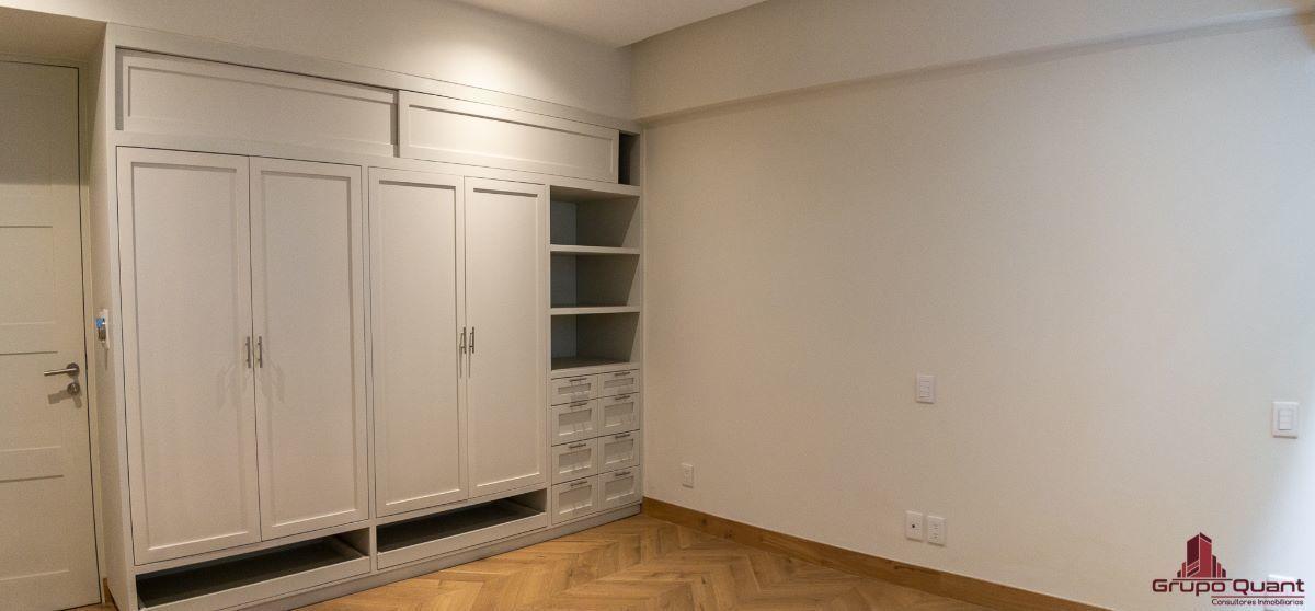 16 de 46: Recámara secundaria con closet y baño completo