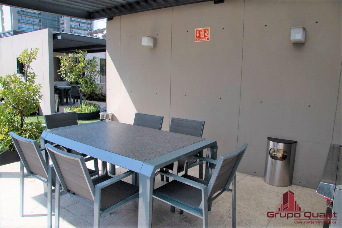 33 de 46: Asadores y mesas de servicio
