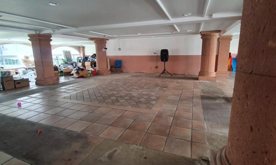 18 de 20: Garage y/o salón de eventos con dos medios baños