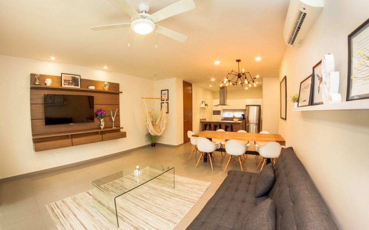 18 de 26: Vista de sala con comedor y cocina