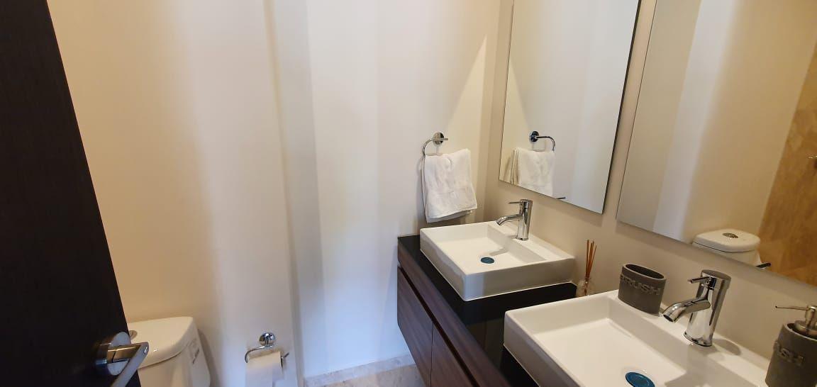 11 de 36: recamara principal con vestidor y baño