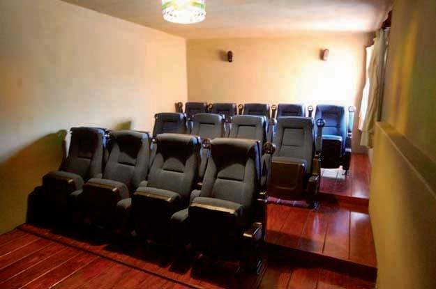 48 de 50: Sala de Cine