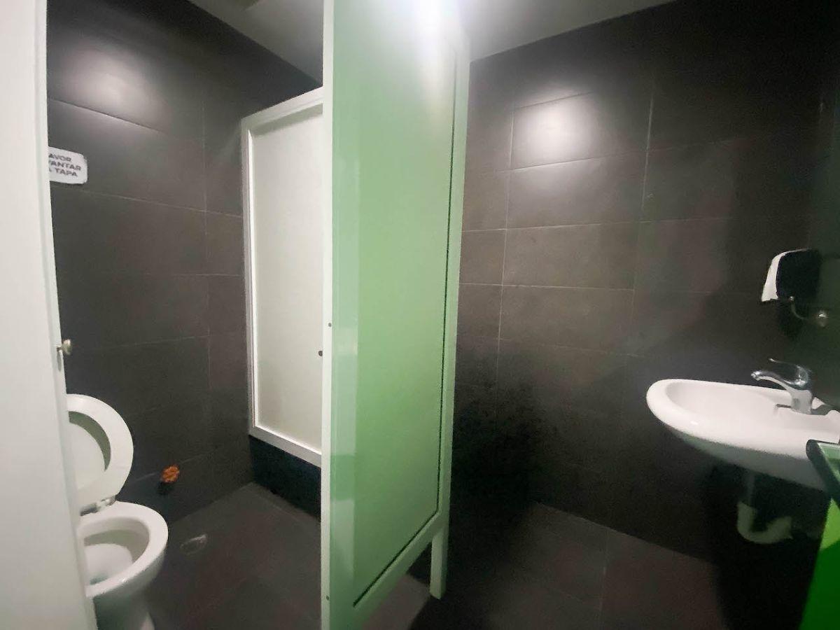 20 de 24: Baños comunes cada piso
