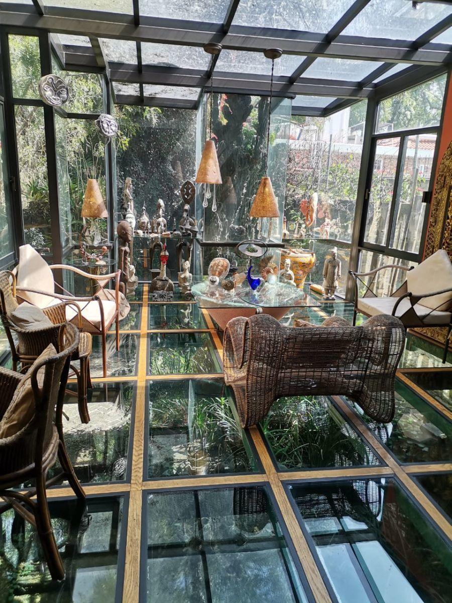 3 de 5: Salón de cristal, único en su tipo, iluminación en el piso