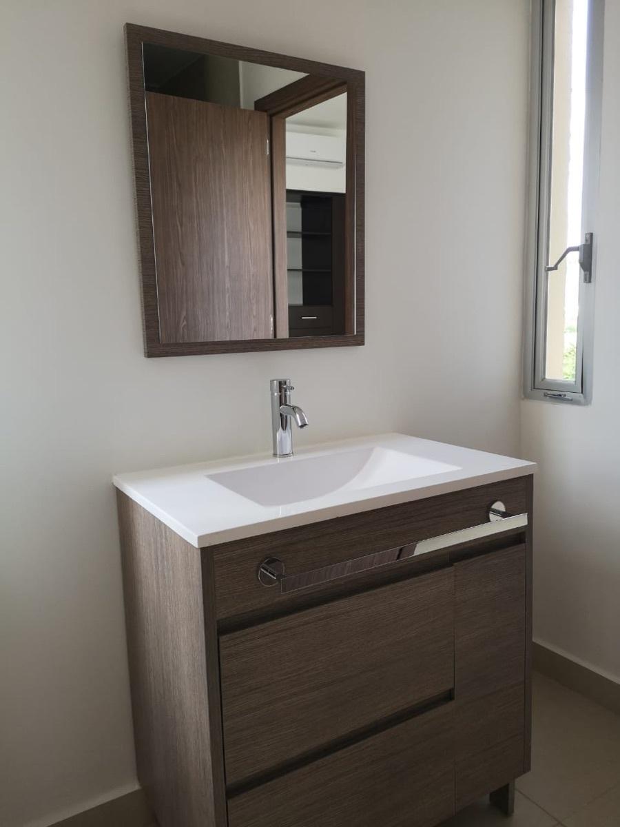 12 de 29: Baño que comparten habitaciones secundarias