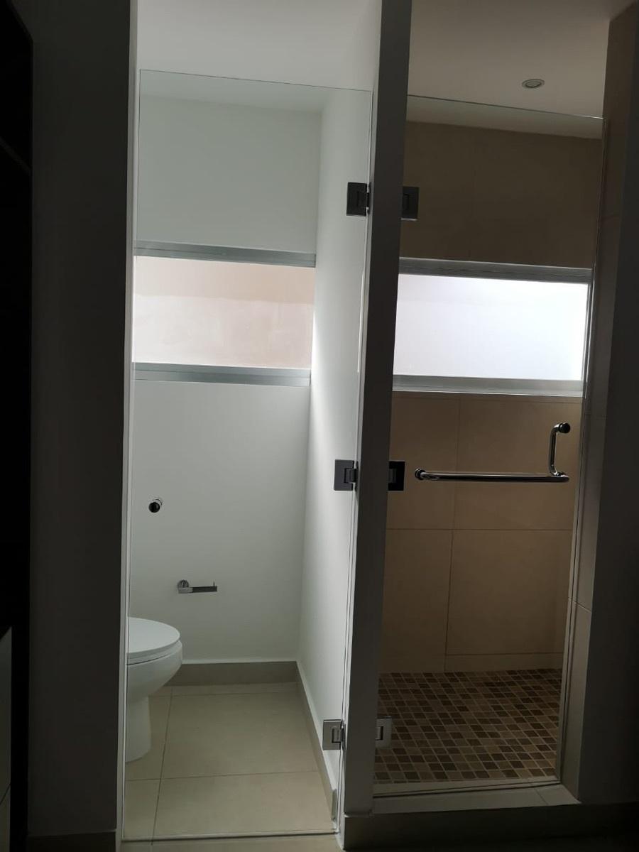 13 de 29: Baño habitaciones secundarias