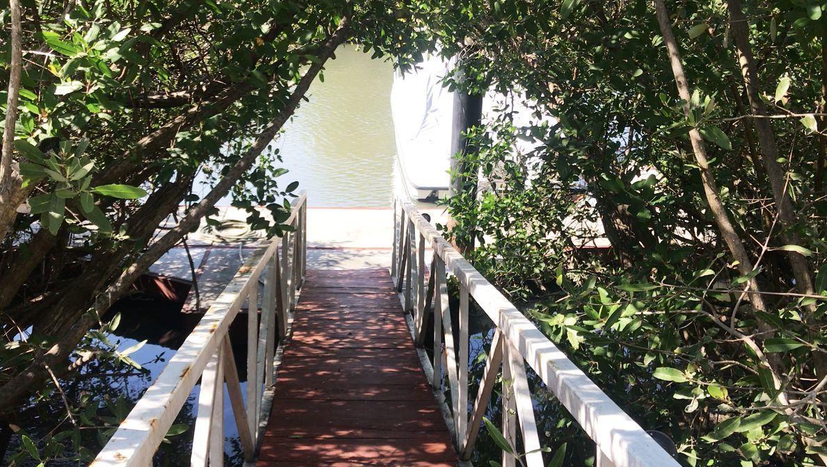 17 de 17: Green Canal - Access to dock