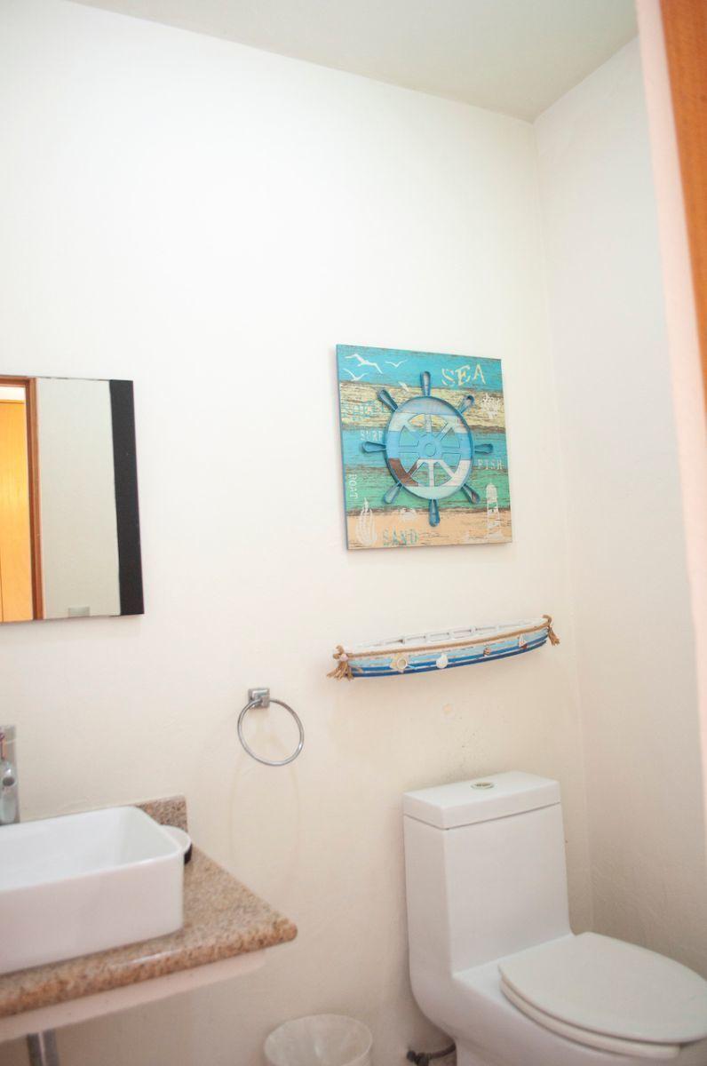 12 de 17: Green Canal - Second bathroom