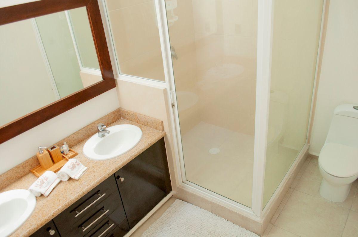 9 de 17: Green Canal - Principal Bathroom