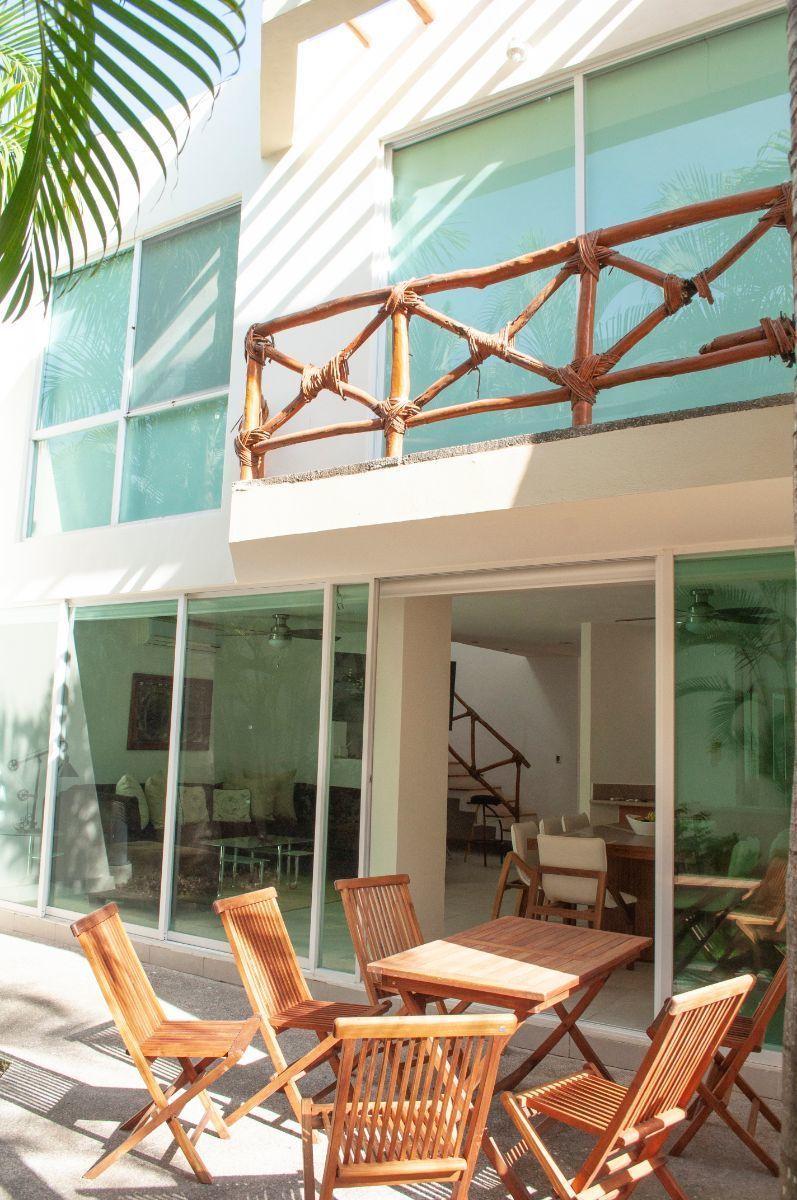 14 de 17: Green Canal - Terrace and balcony