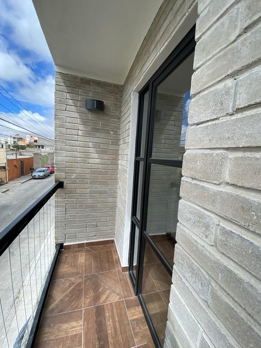 22 de 44: Departamentos con balcón