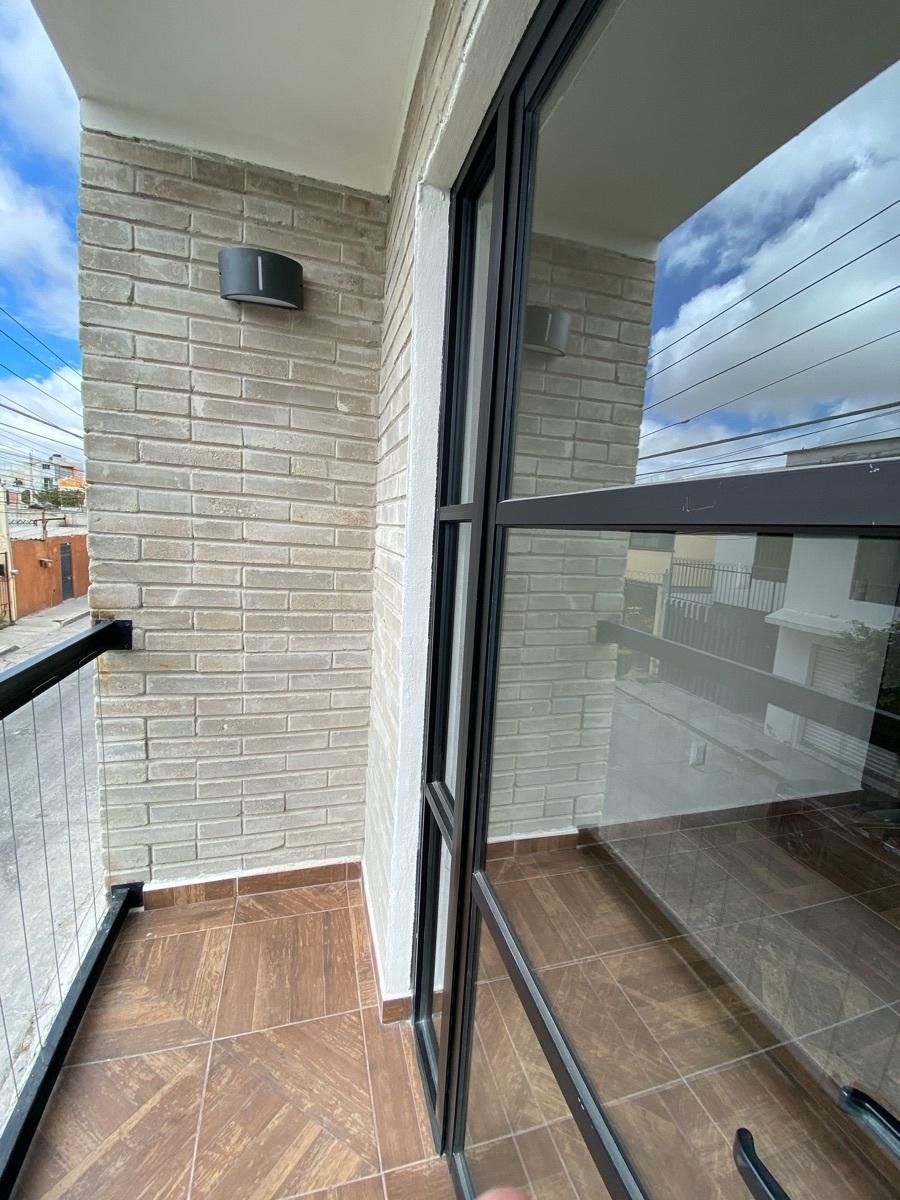 21 de 44: Departamentos con balcón