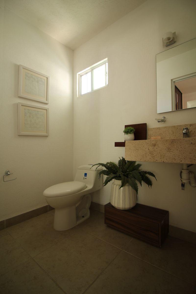 6 de 18: Medio baño planta baja