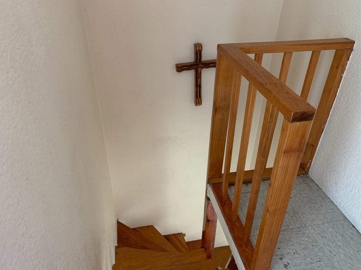 6 de 12: Escalera