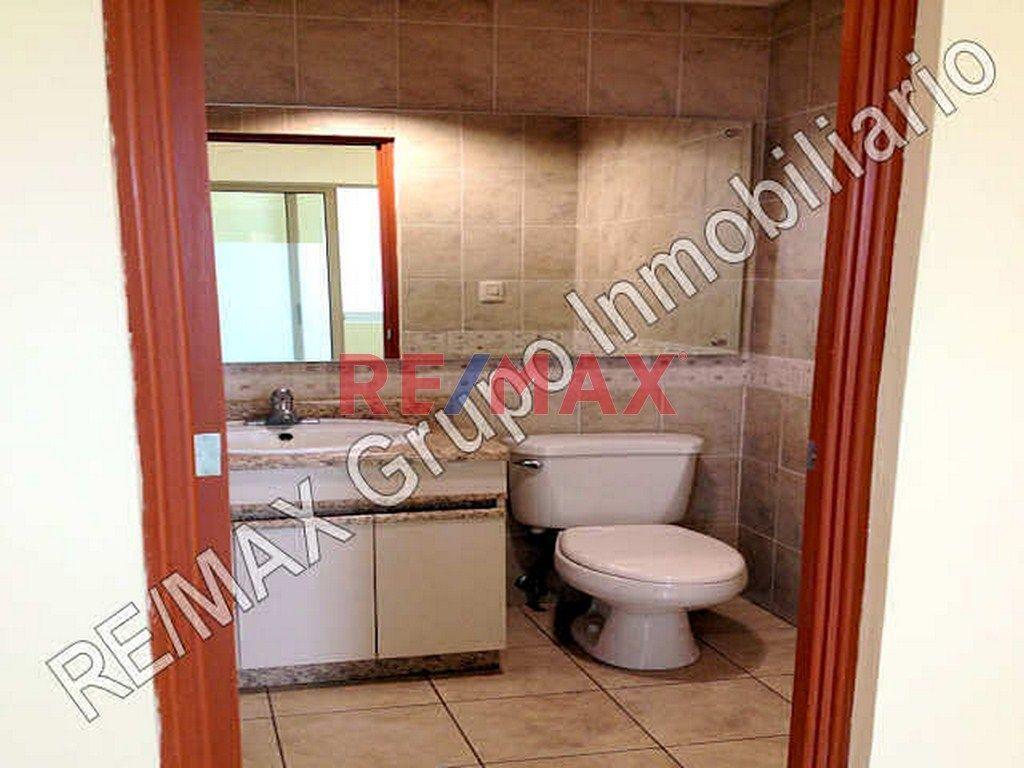 Remax real estate, Guatemala, Zona 10, Zona 10, Alquilo Oficina En Edificio Bien Ubicado Y Seguro.