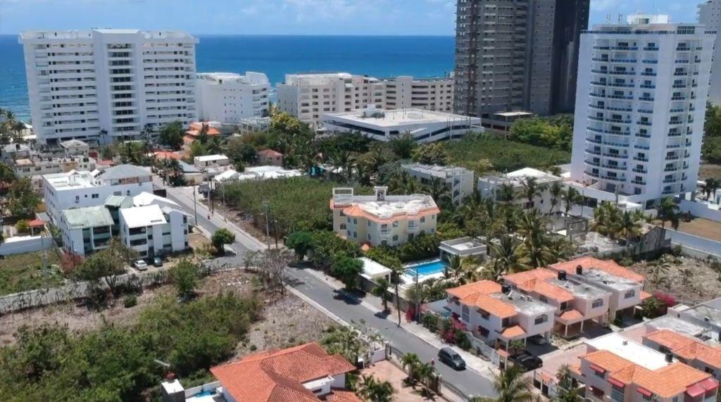 1 de 30: Vista aérea de la zona y distancia a la playa