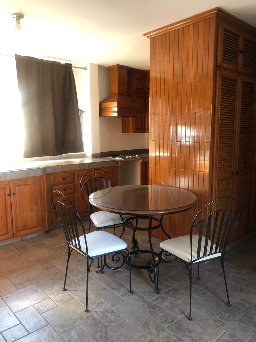 26 de 31: Cocina y comedor adepto del segundo piso del fondo