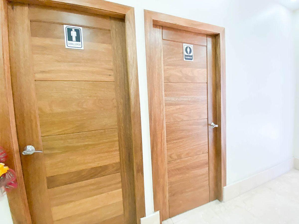 25 de 32: Baños comunes por piso
