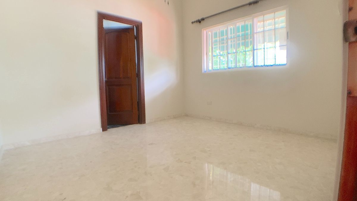 18 de 21: Habitación secundaría 3 con baño y Walk-in closet