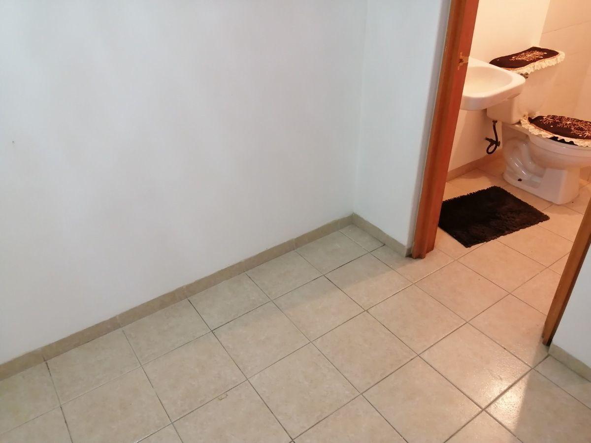 20 de 23: vista desde el cuarto de servicio al baño de servicio