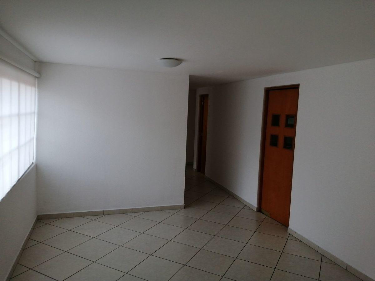 3 de 23: vista desde la sala hacia el comedor