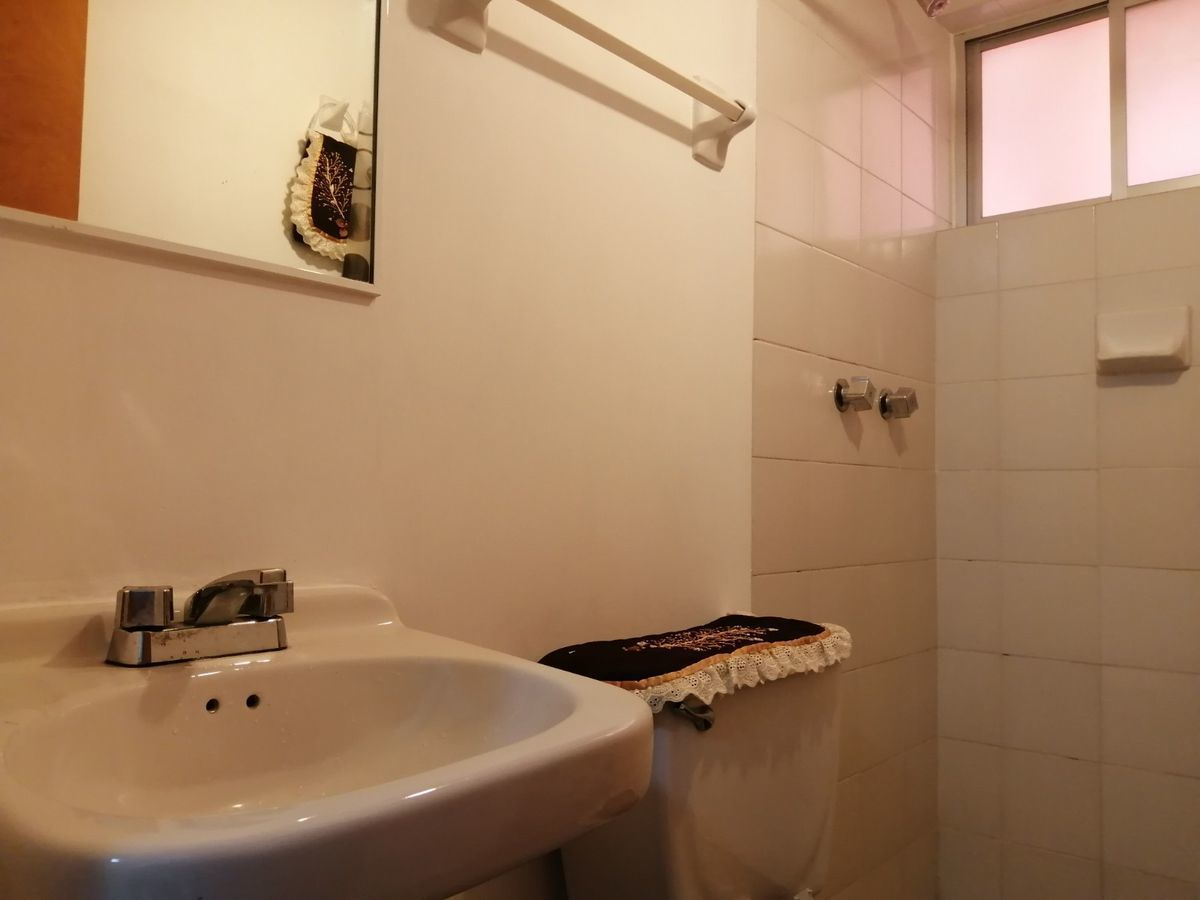 19 de 23: baño de servicio