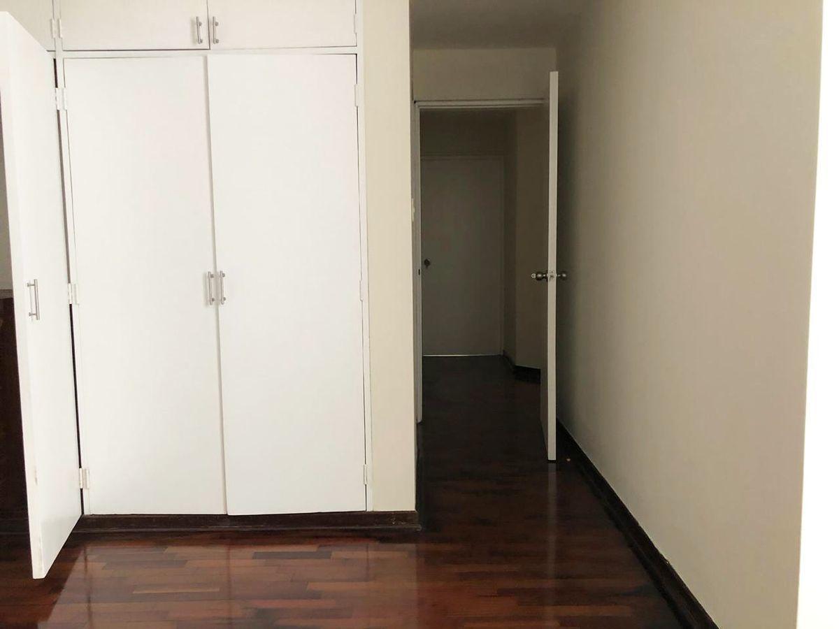9 de 21: Dormitorio principal.