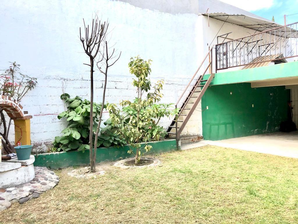 5 de 18: Hermoso jardín con terraza