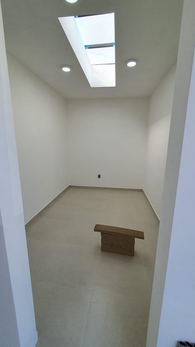 28 de 38: área de vestidor (falta instalar)