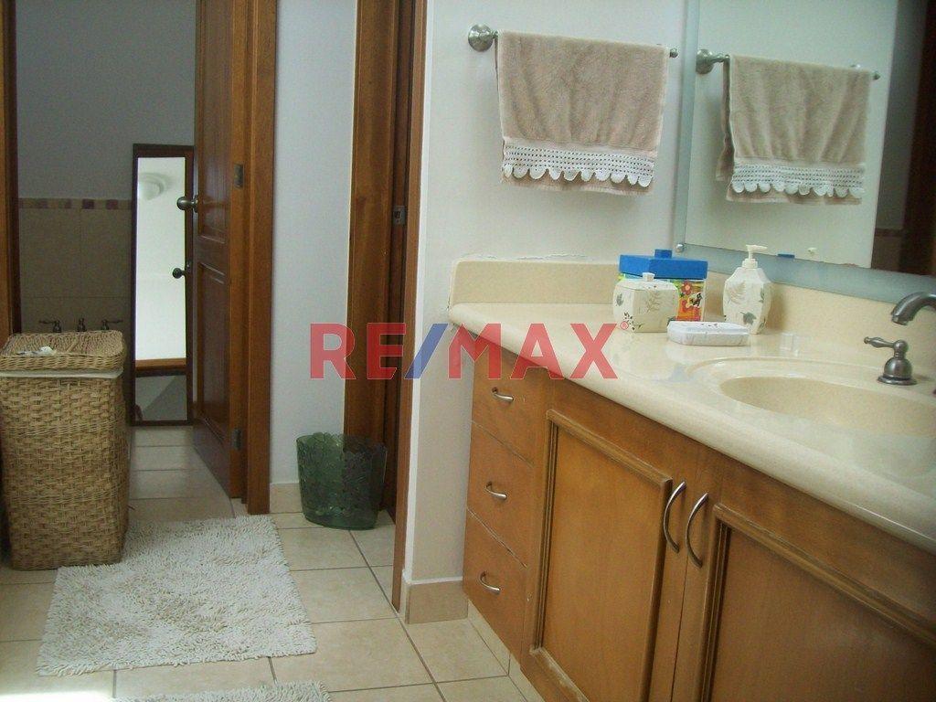 Remax real estate, Guatemala, Road to El Salvador, Amplia casa en Portal del Bosque I, Km 22.3