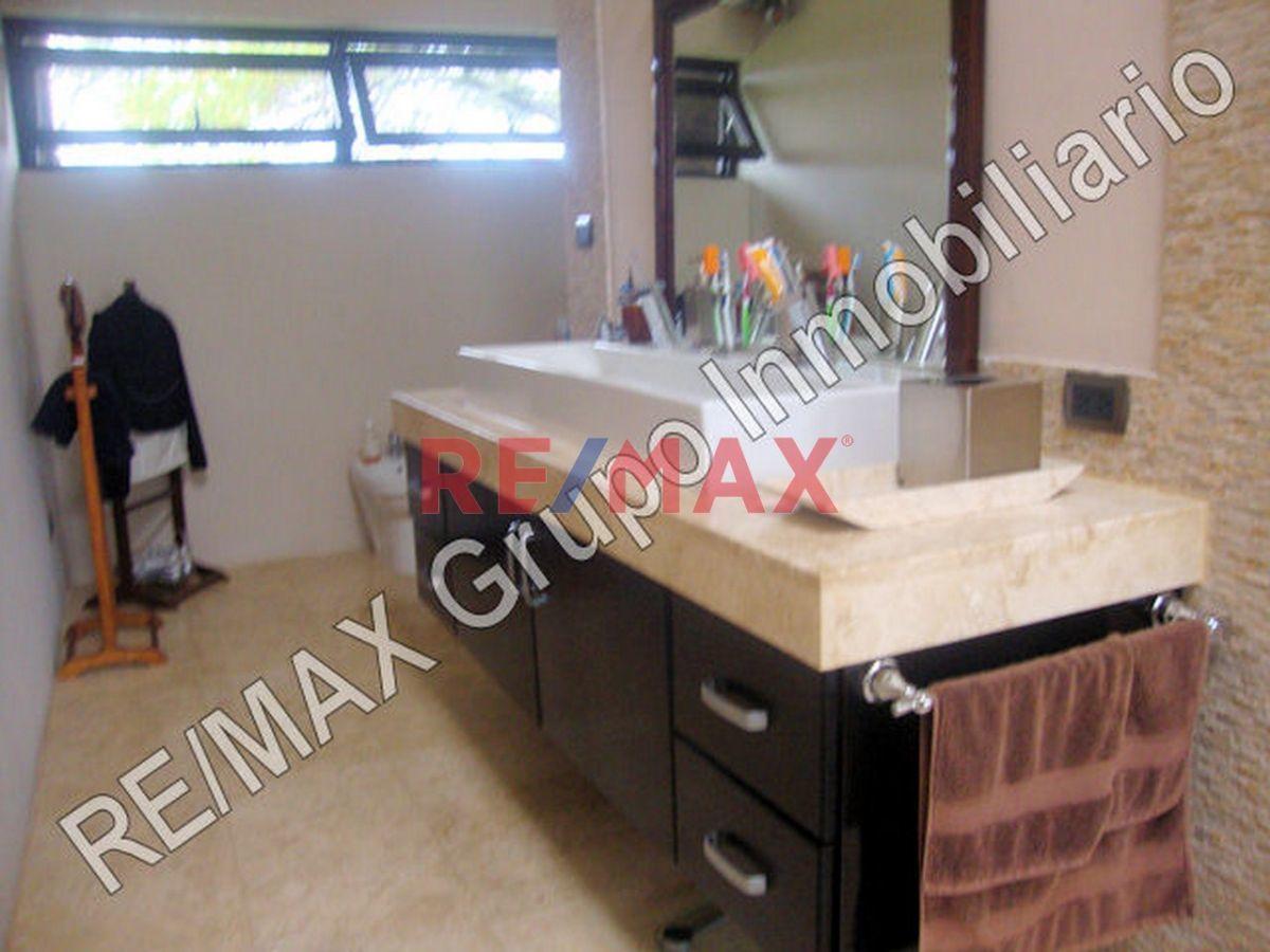 Remax real estate, Guatemala, Road to El Salvador, Lujosa Casa en Casa Y Campo