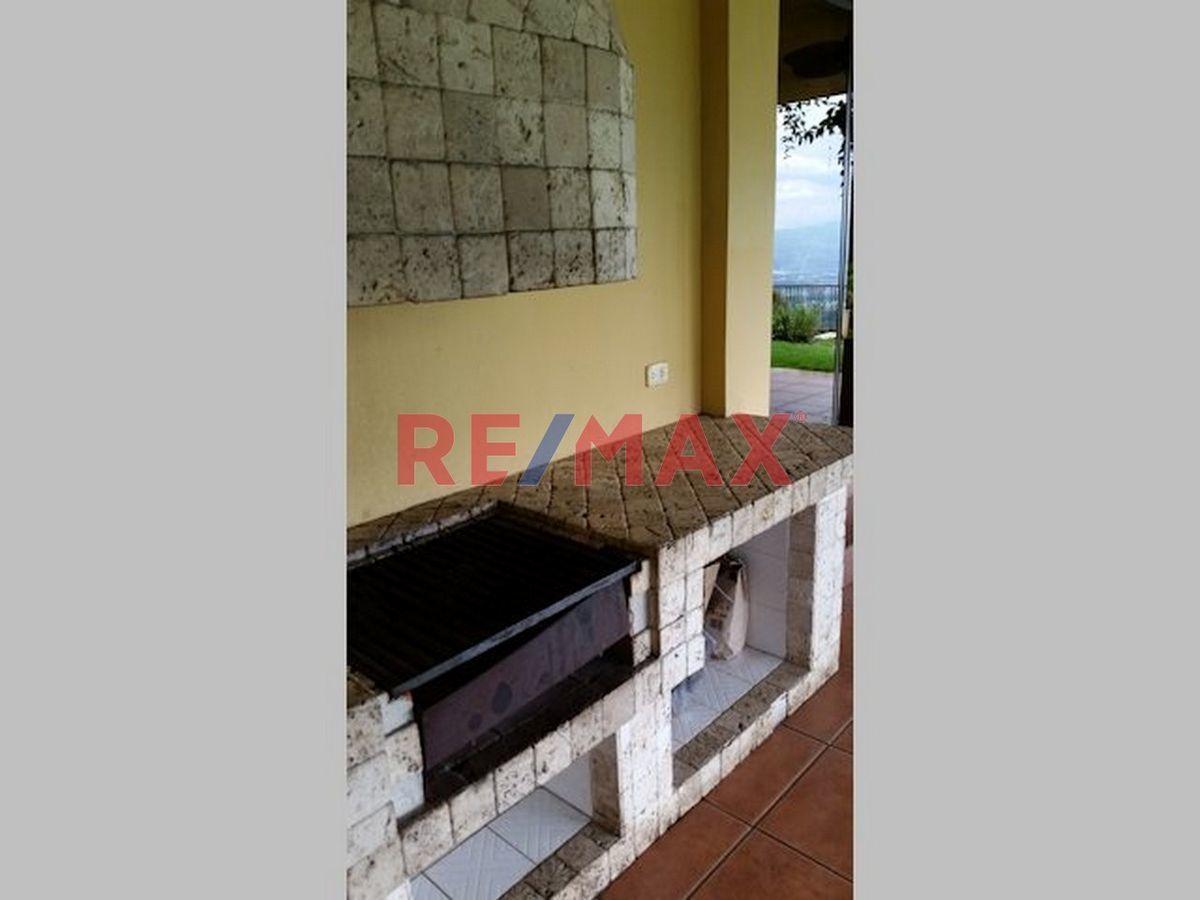 Remax real estate, Guatemala, Road to El Salvador, Hermosa, amplia y Elegante casa dentro de Residencial Exclusivo