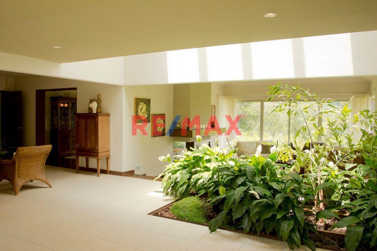 Remax real estate, Guatemala, Fraijanes, Exclusiva Residencia en Casa y Campo.
