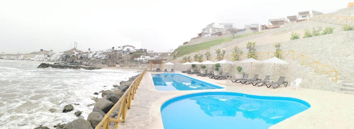 32 de 38: Áreas Comunes c/piscinas, zona BBQ, poltronas al mar