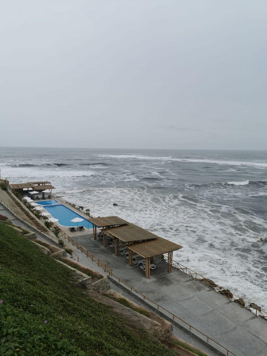 29 de 38: Áreas Comunes c/piscinas, zona BBQ, poltronas al mar