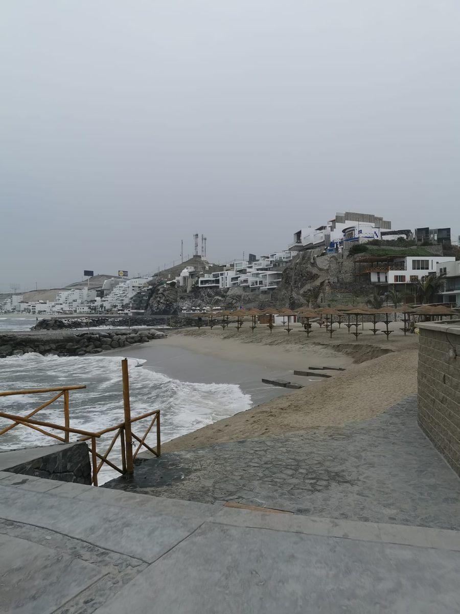 31 de 38: Playa privada para todo el condominio con sombrillas