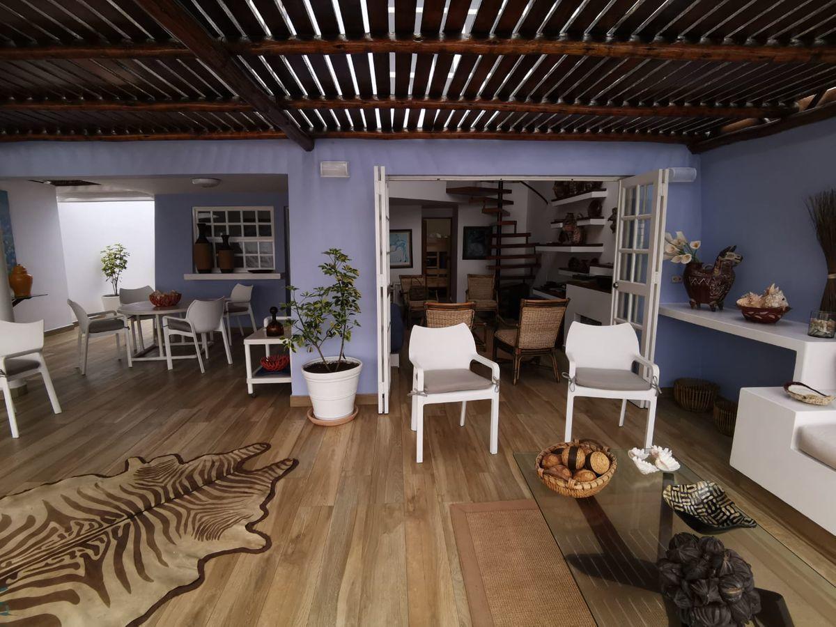 14 de 38: Linda Terraza de buen tamaño con espacio para varios muebles