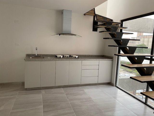 1 de 14: Cocina Comedor con escaleras a roof privado