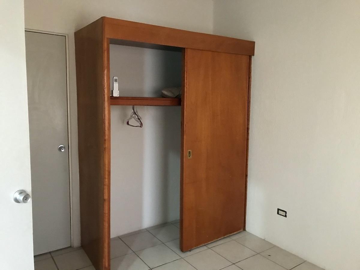 12 de 19: Recamara  Principal con closet de madera