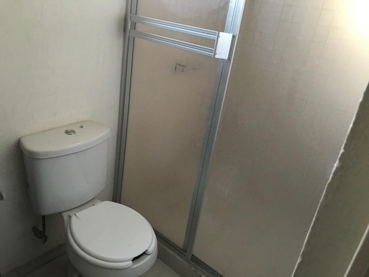 15 de 19: Baño completo en recámara principal