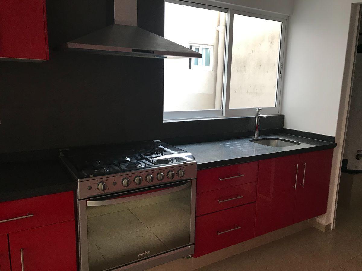 4 de 11: Cocina integral con acceso a cuarto de lavado