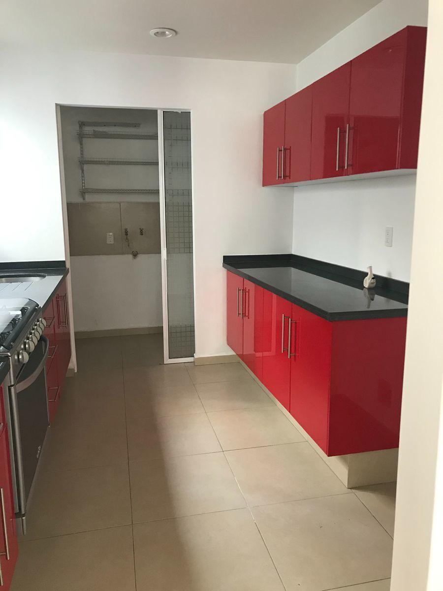 5 de 12: Cocina con acceso a cuarto de lavado
